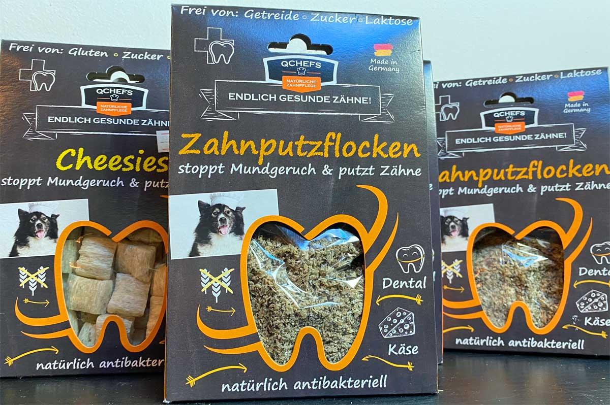 Packungen mit Zahnpflegeprodukten von qchefs dental. Darunter auch Zahnputzflocken.